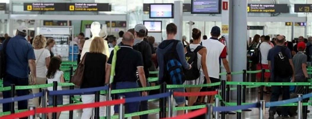 Cancelan 73 vuelos por huelga de trabajadores del aeropuerto barcelonés