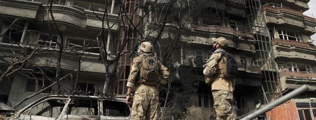 Ataque a oficina de candidato a vicepresidente afgano mató a 20