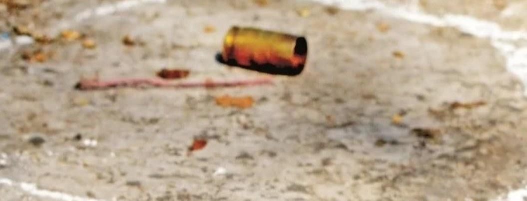 Bala perdida impacta a niña en un ojo mientras dormía en su casa