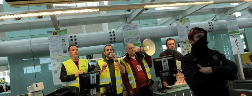 Huelga en aeropuerto de Barcelona paralizó 100 vuelos en tempordada vacacional