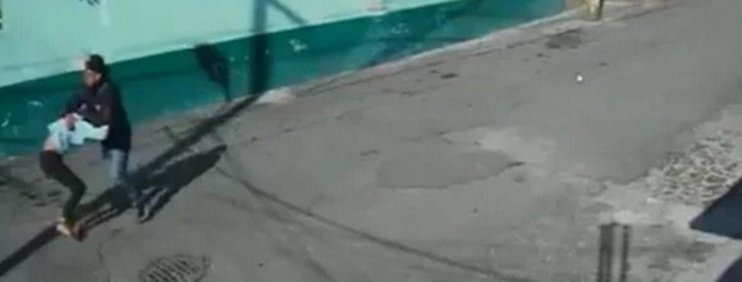 VIDEO| motociclista intenta secuestrar a adolescente en Xochimilco