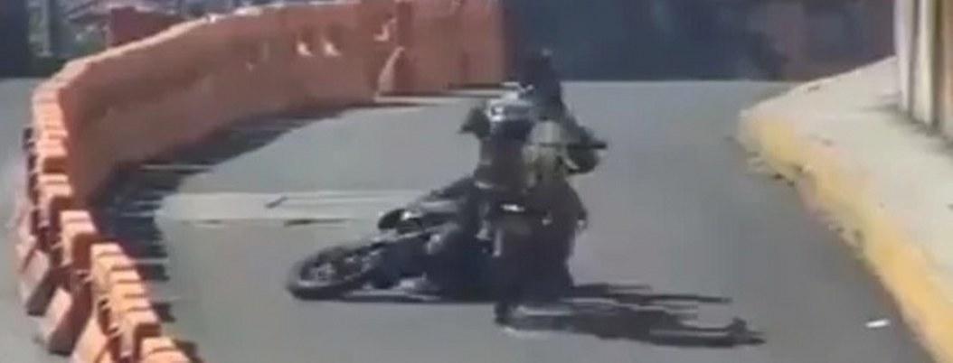 C5 de Edomex capta momento del impacto de motociclistas| VIDEO