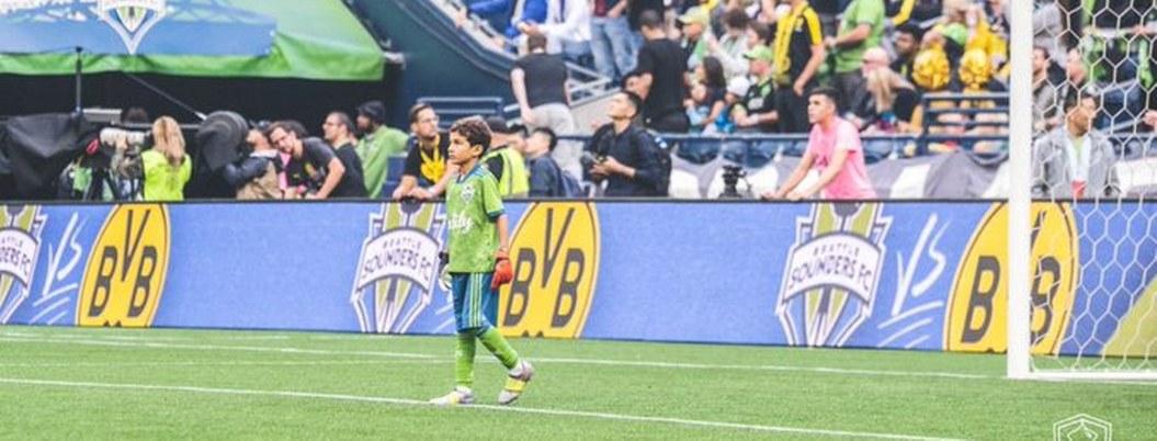 Joven con leucemia cumple su sueño de convertirse en futbolista