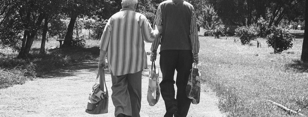 Sólo la muerte pudo separarlos; pareja de ancianos mueren el mismo día