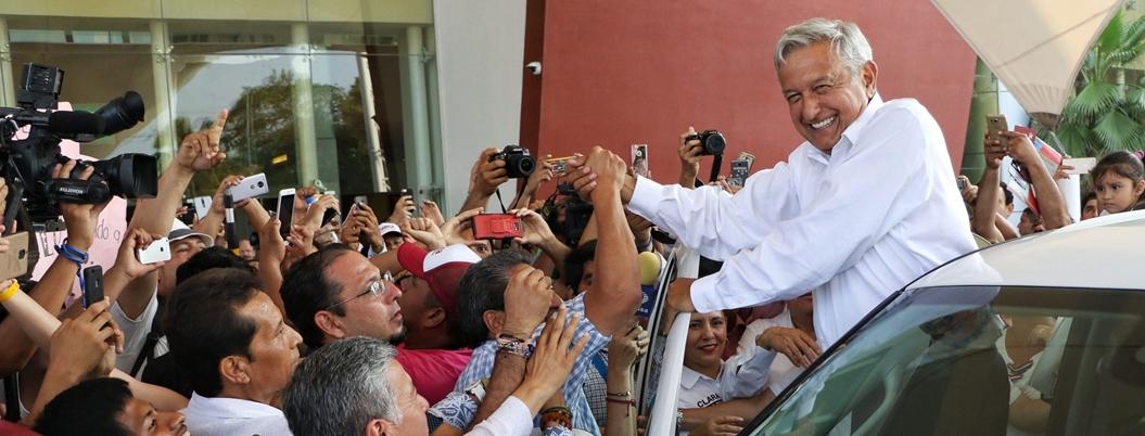 Ciudadanía aún cree en Andrés Manuel; 69% lo apoyan