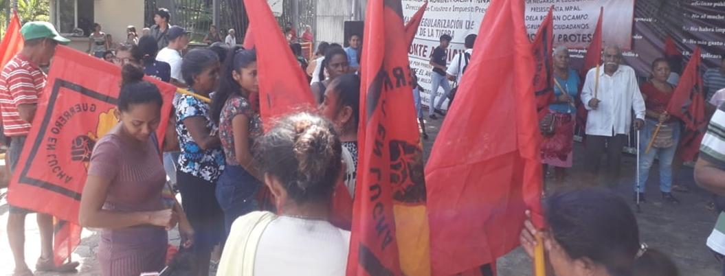 Habitantes se manifiestan en Ayuntamiento de Acapulco; exigen servicios