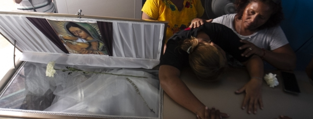 Despiden a DJ asesinado en bar de Coatzacoalcos bajo una tormenta
