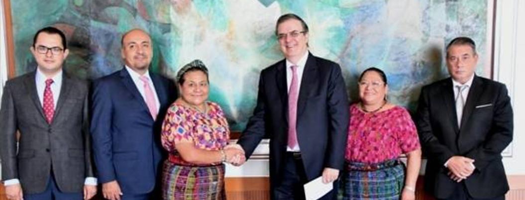 Ebrard y Menchú presentan Plan de Desarrollo Integral