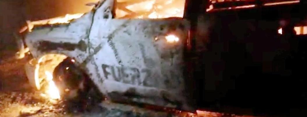 Gatilleros incendian patrulla a bazucazos en Nuevo León