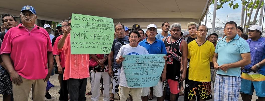 """""""Gobernador nos abandonó"""", protestan pescadores en La Costera, Acapulco"""