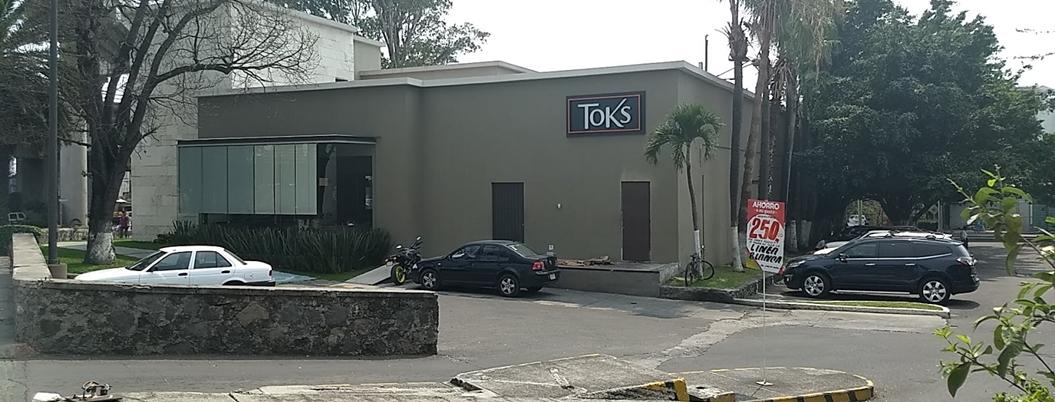 Patrones cobran comisión y quitan propinas a meseros de Toks en Cuernavaca