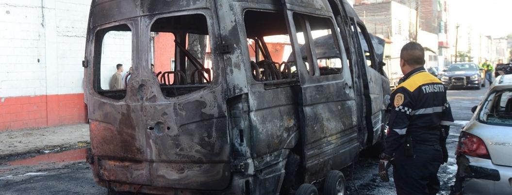 Extorsionadores llegan a la CDMX y queman transporte público