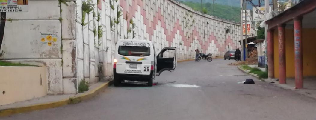 Atacan urvan y taxi en Zumpango; hay dos muertos y cinco heridos