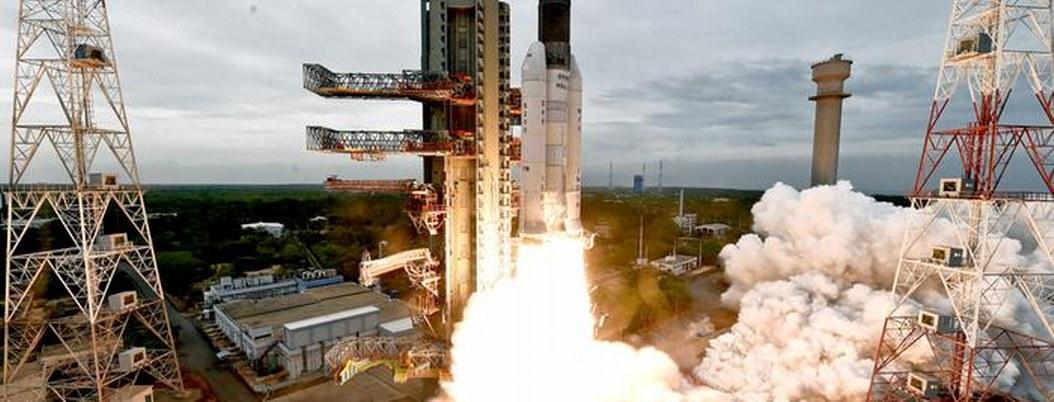 India coloca sonda espacial en la órbita lunar; le costó 140 mdd