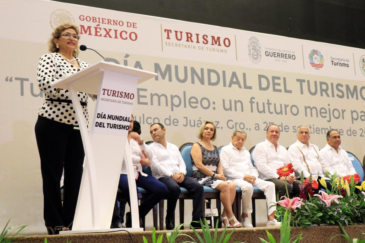 Adela y secretario de Turismo 3