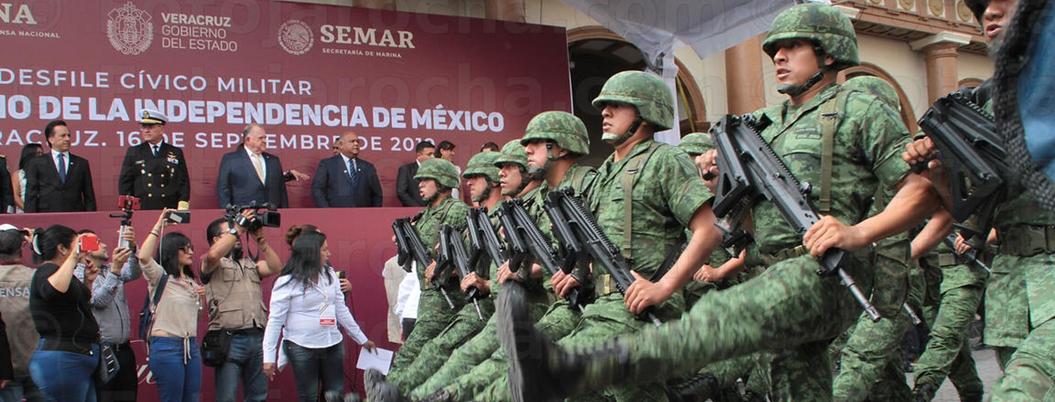 Desfiles cívico-militares entretuvieron a miles de mexicanos