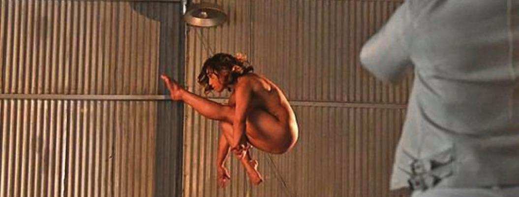 Katelyn Ohashi, gimnasta con rutina de 10, realiza desnudo artístico