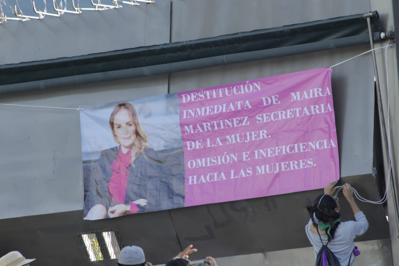 Marchan por destitución de la secretaria de la mujer en Guerrero