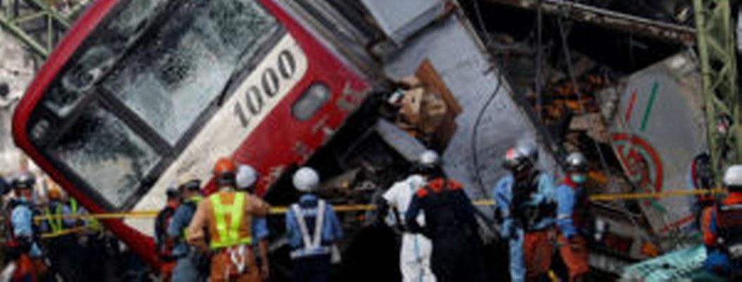 Descarrila tren en Japón; hay 32 personas muertas
