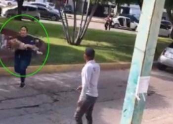 Madre carga a su hija para salvarla de balacera en Culiacán 1