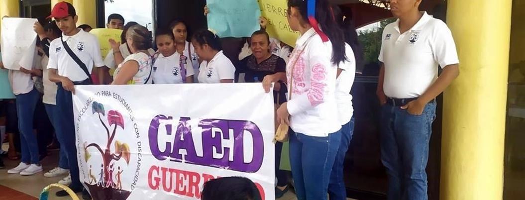 Vuelven a protestar contra AMLO por recortes a CAED en Chilpancingo