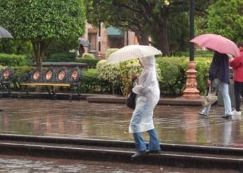 Autoridades atienden a población afectada por lluvias en Veracruz 2