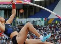 atleta cae de cabeza