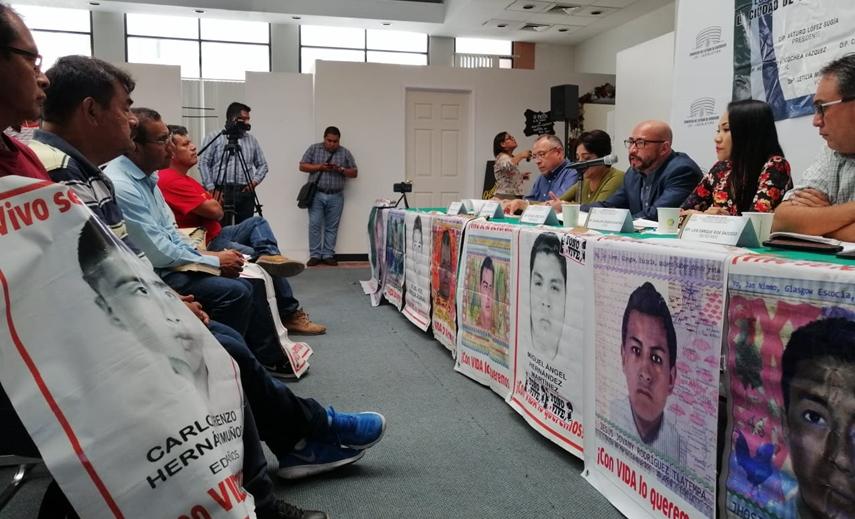 Padres de 43 exigen que declaren policías municipales y estatales 1