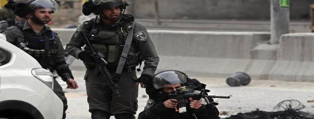 Captan a soldados israelíes disparando por la espalda a un palestino