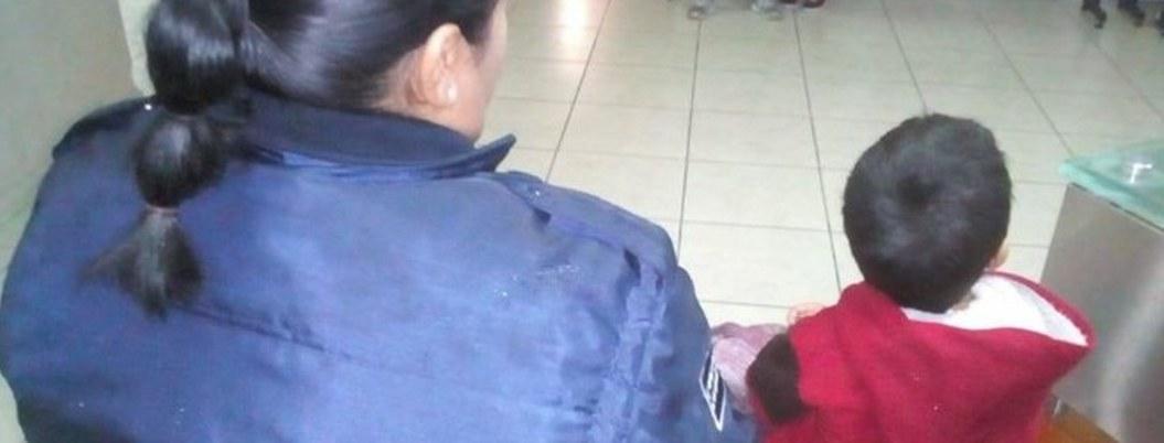 Hallan a niño de 5 años en la calle; lo corrió su mamá