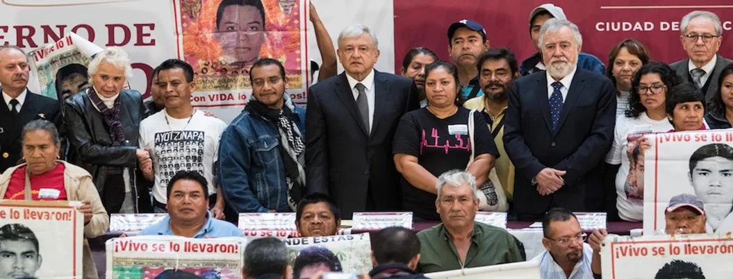 Obrador ofrece protección a quien esclarezca caso Ayotzinapa