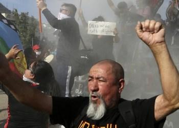 Mejoras no llegan a más de un mes de revueltas en calles de Chile 5