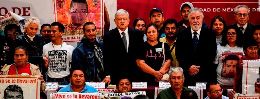 Romper 'pacto de silencio' sobre caso Ayotzinapa, pide AMLO
