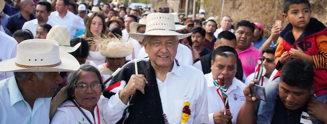 Andrés Manuel atestigua programa La Escuela es Nuestra en Oaxaca