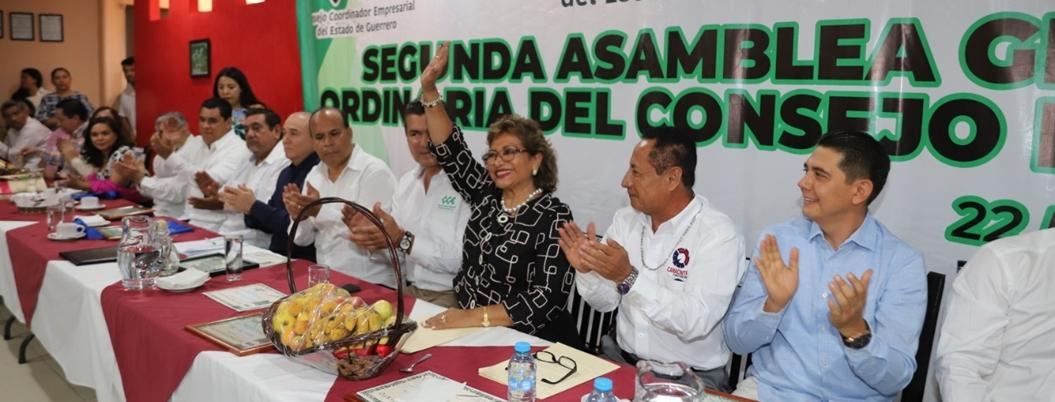Trabajar para abatir pobreza, pide Adela Román a empresarios