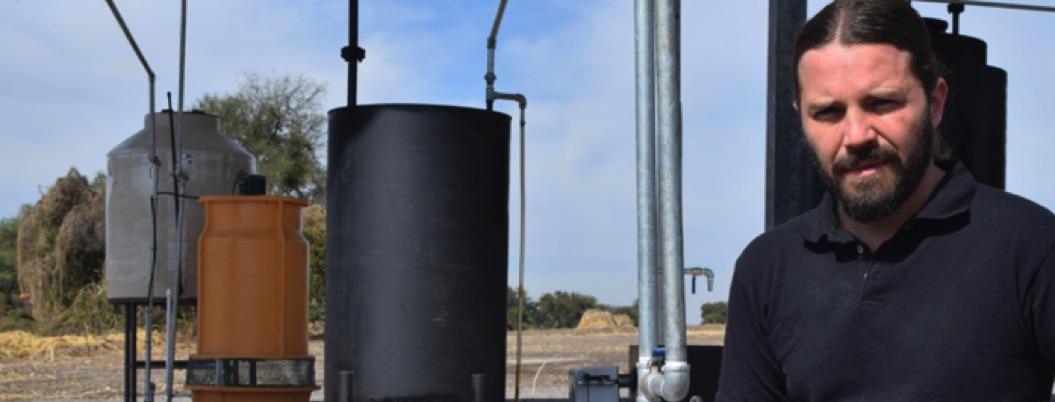 Mexicano crea gasolina con basura; cuesta 4 pesos