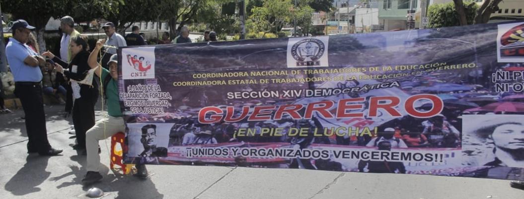 Maestros bloquean vialidad en Chilpancingo