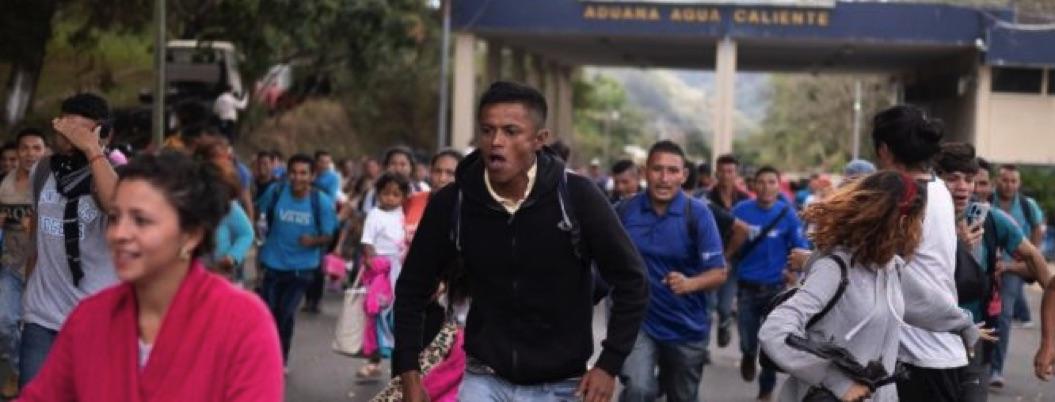 Caravana migrante rompe cerco en frontera Honduras-Guatemala