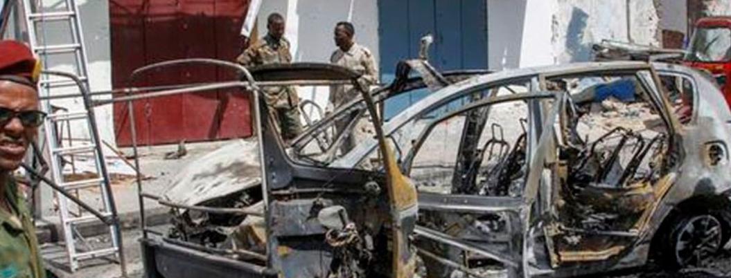 Explosión de coche bomba deja tres muertos y 20 heridos en Somalia