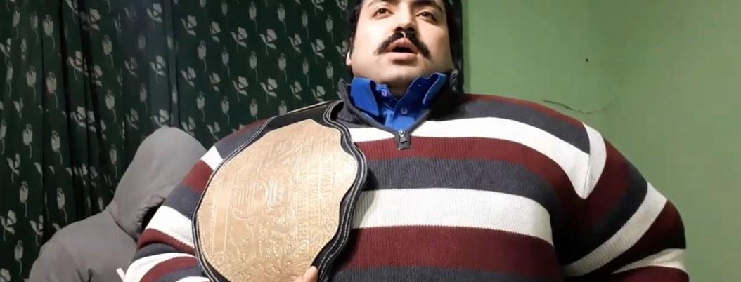 """Hulk"" pakistaní busca esposa igual de pesada que él"