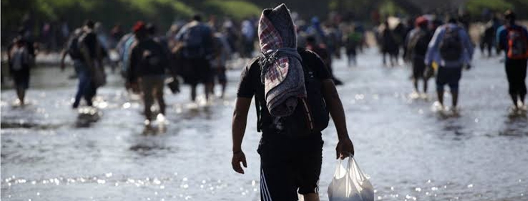 Investigan 20 redes de traficantes de migrantes en México