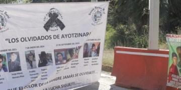 Normalistas toman casetas en Palo Blanco y Paso morelos 8