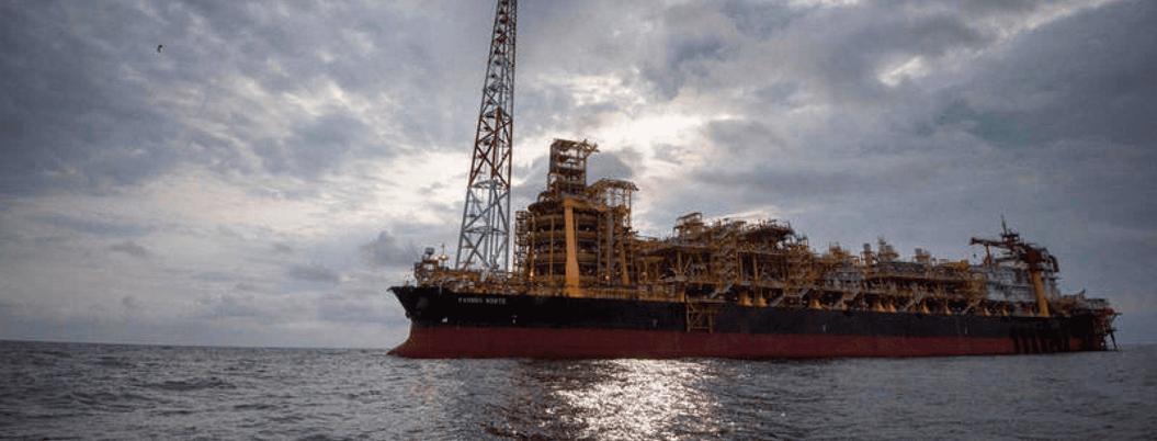 Producción petrolera cae 7% en México