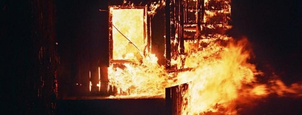 Sicarios incendian casas y vehículos en poblado de Chihuahua