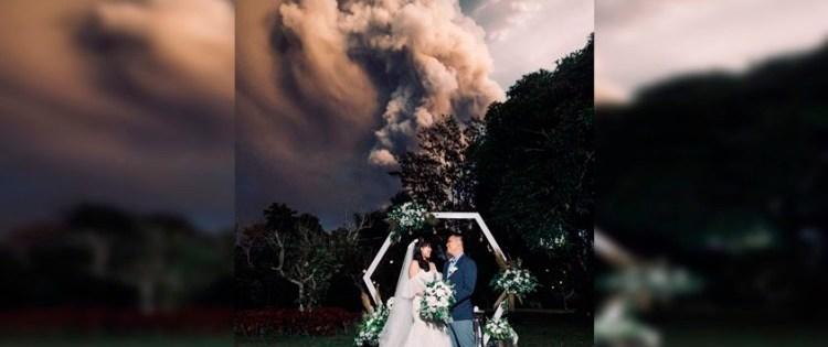 """Se dan el """"sí"""" a pocos kilómetros de un volcán en erupción"""