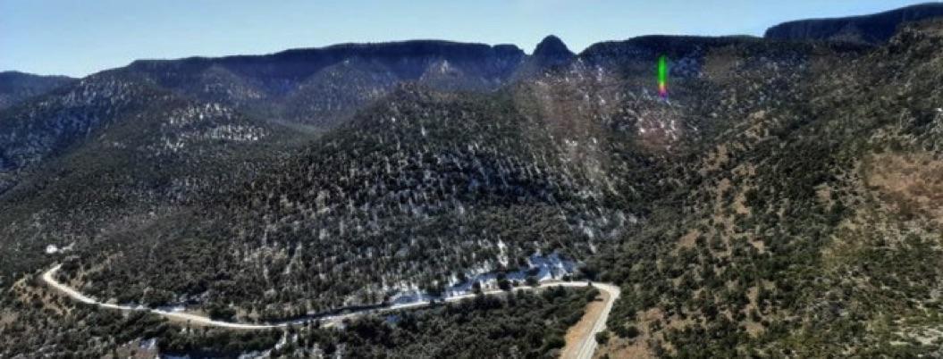 Comando incendia 22 casas en comunidad de sierra de Chihuahua