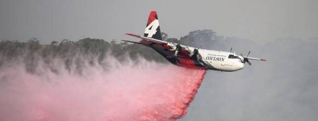 Mueren bomberos al estrellarse avión que combatía incendios