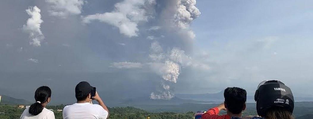 Filipinas evacúan ante aumento de actividad volcánica