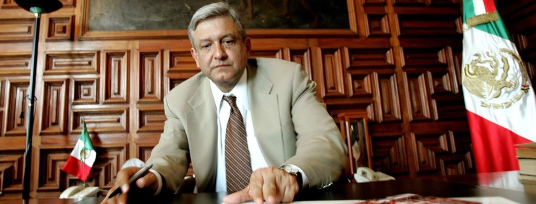 "Conservadores preparan ""golpe blando"" contra políticas de AMLO"