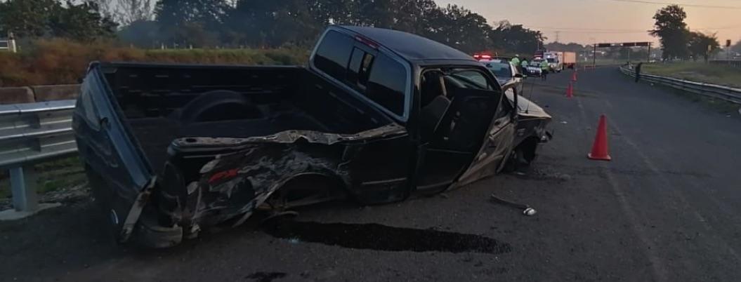 Vuelca camioneta con migrantes en Veracruz; hay un muerto